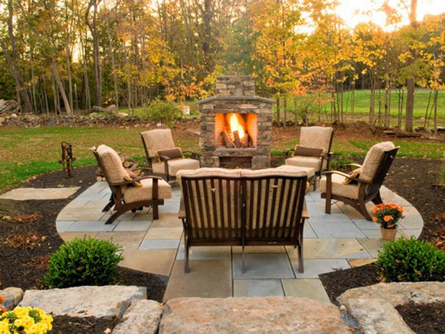 Designing fireplaces in the garden